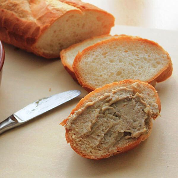 Bánh mì quét pate nấm