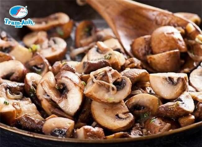 Cần nấu chín nấm để đảm bảo an toàn vệ sinh thực phẩm