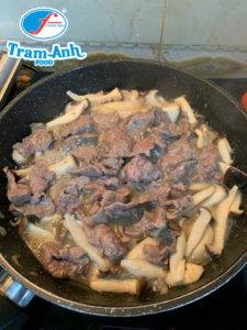 Cách làm thịt bò xào nấm ngon tuyệt 1