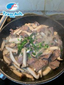 Cách làm thịt bò xào nấm ngon tuyệt 2