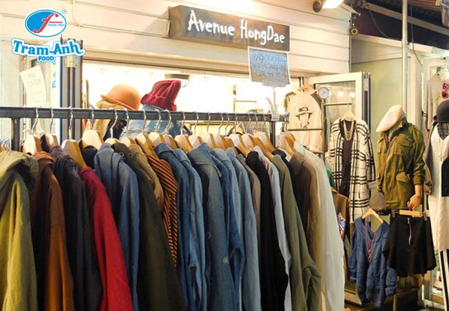 Các cửa hàng thời trang tại phố Hàn sẽ khiến bạn không thể kìm lòng mà dốc cạn hồng bao